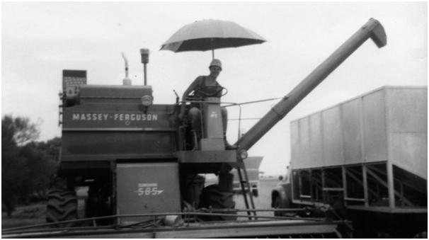 Ian-Kitto-Harvesting-1967-Cunderdin-Western-Australia